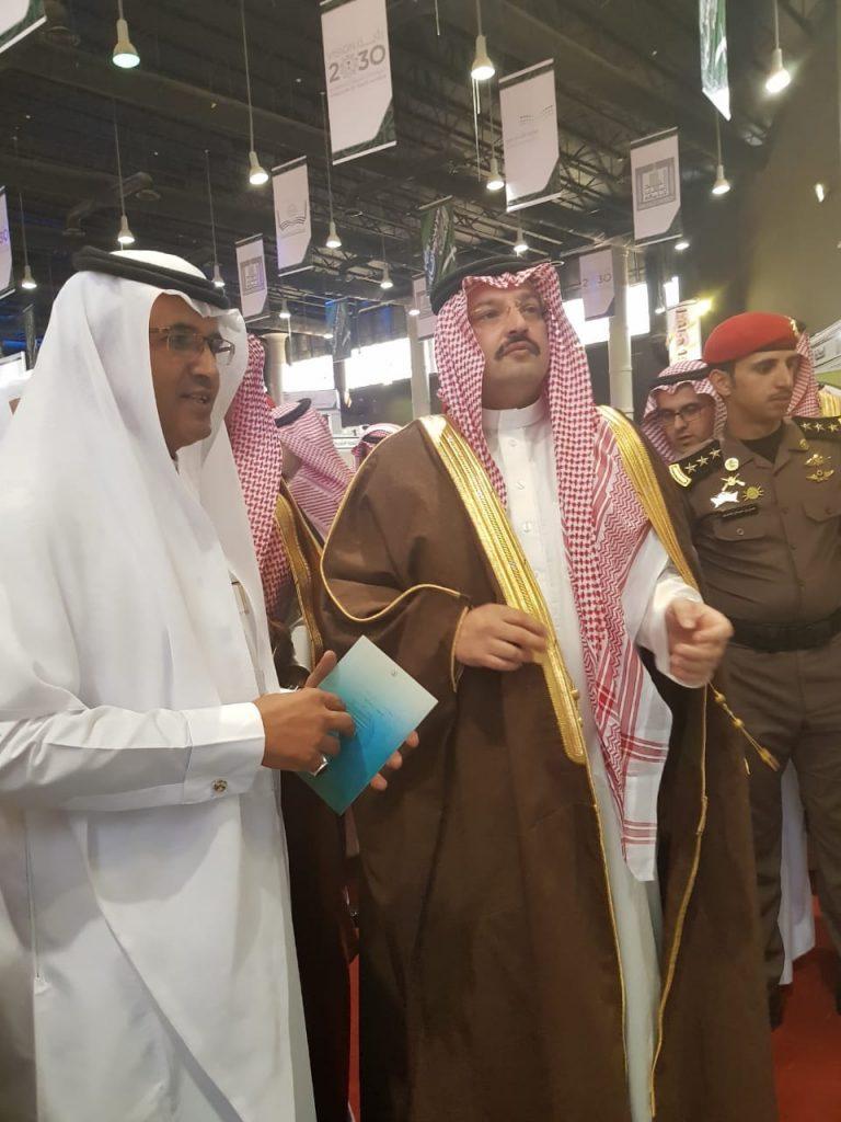 نائب أمير عسير يزور جناح التعليم بمعرض الكتاب