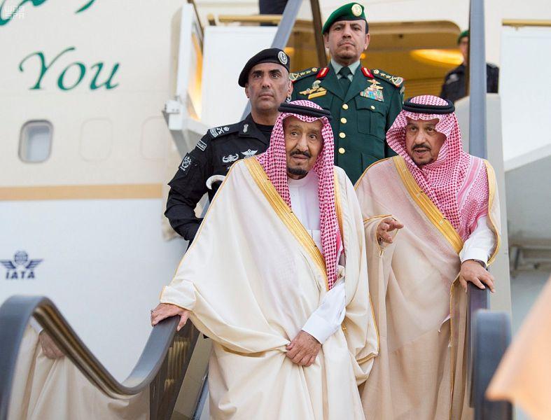 خادم الحرمين الشريفين يصل إلى الرياض قادماً من حائل