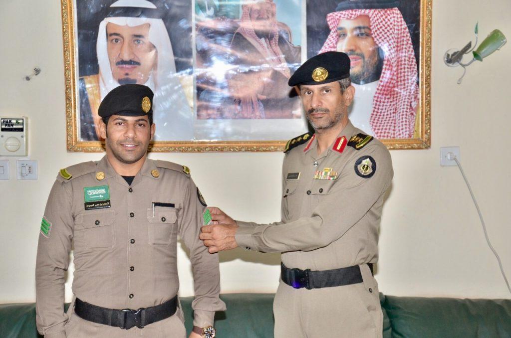 مدير شرطة محافظة الحناكية يقلد المطيري رتبته الجديدة
