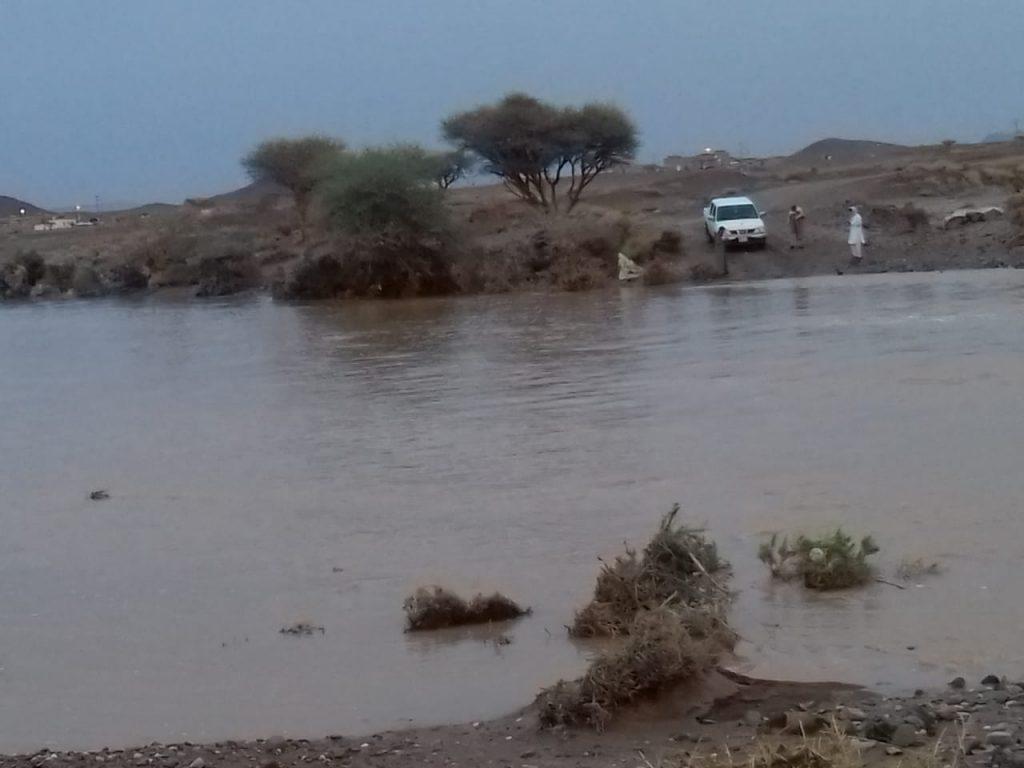 أهالي حي شرق المرموثة يناشدون رئيس بلدية مركز النخيل بإنشاء كوبري لعبور الوادي