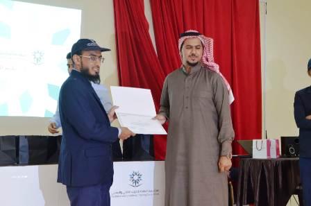 عبدالله الشويلعي يحصل على مكافأة التفوق العلمي بتقنية الحائط