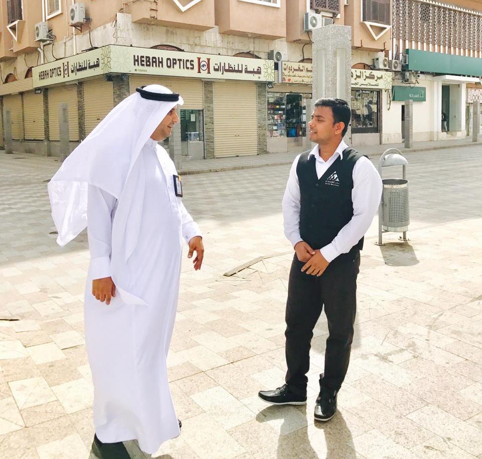 مدير سياحة الطائف يتفقد المنطقة التاريخية ويستمع لرؤى واقتراحات الزوار