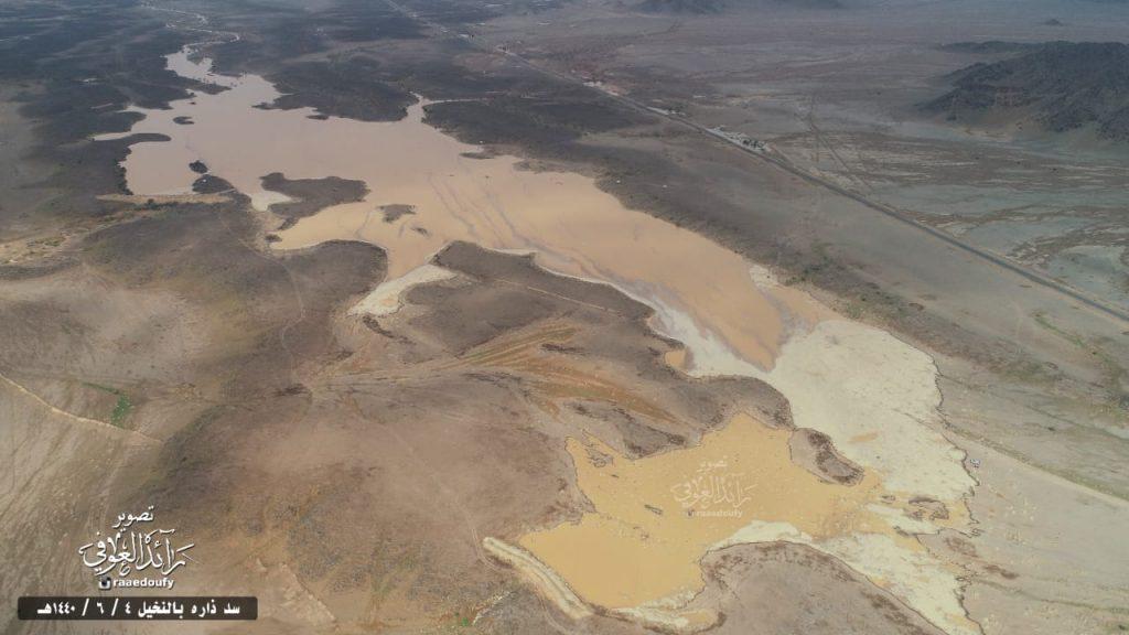 السدود الترابية في مركز النخيل تقضي على البيئة النباتية وتشكل خطر على السكان