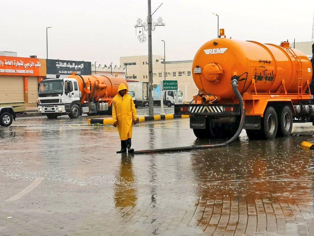 بلدية النعيرية تسحب أكثر من 11 مليون متر مكعب من مياه الأمطار