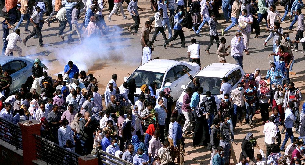 الأمن السوداني يعتقل أساتذة جامعيين بسبب وقفة احتجاجية ضد الرئيس البشير