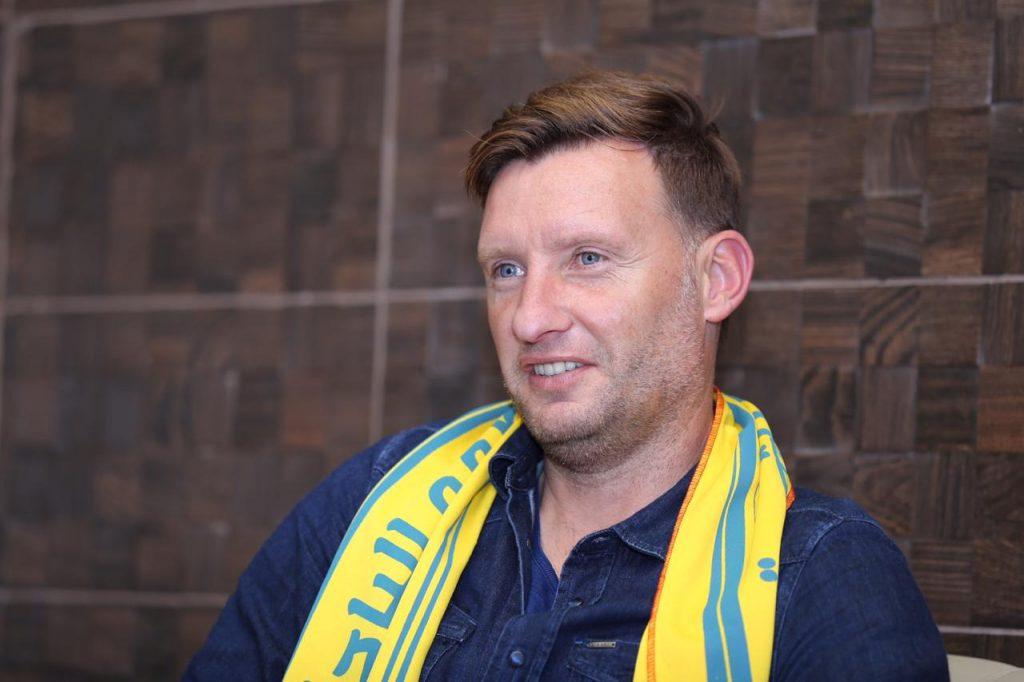 """وصول مدرب العين الجديد الكرواتي """"الين هوفارت"""" لمنطقة الباحة"""