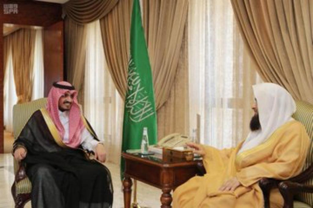 أمير منطقة مكة بالنيابة يستقبل الأمين العام للمجمع الفقهي الإسلامي