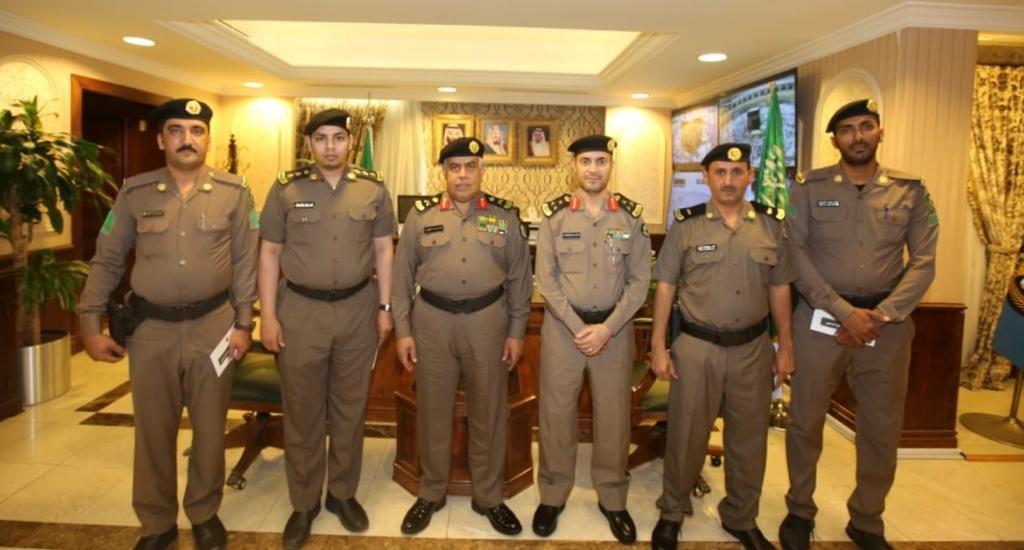 مدير شرطة مكة المكرمة يكرم عدداً من منسوبي مرور جدة
