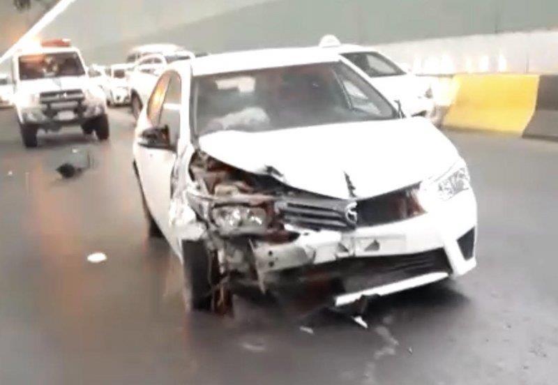 نجاة شاب بعد سقوط إحدى المراوح الضخمة فوق مركبته بأحد أنفاق مكة