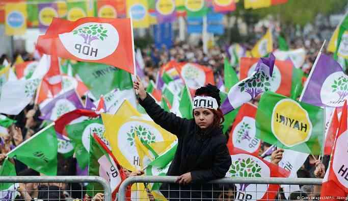 الحكومة التركية تضاعف تضيقاتها على الحزب الكردي قبيل الانتخابات