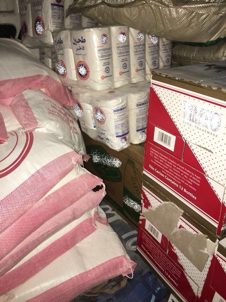 بلدية غرب الدمام تضبط 710 كجم مواد غذائية من سيارتين مخالفتين