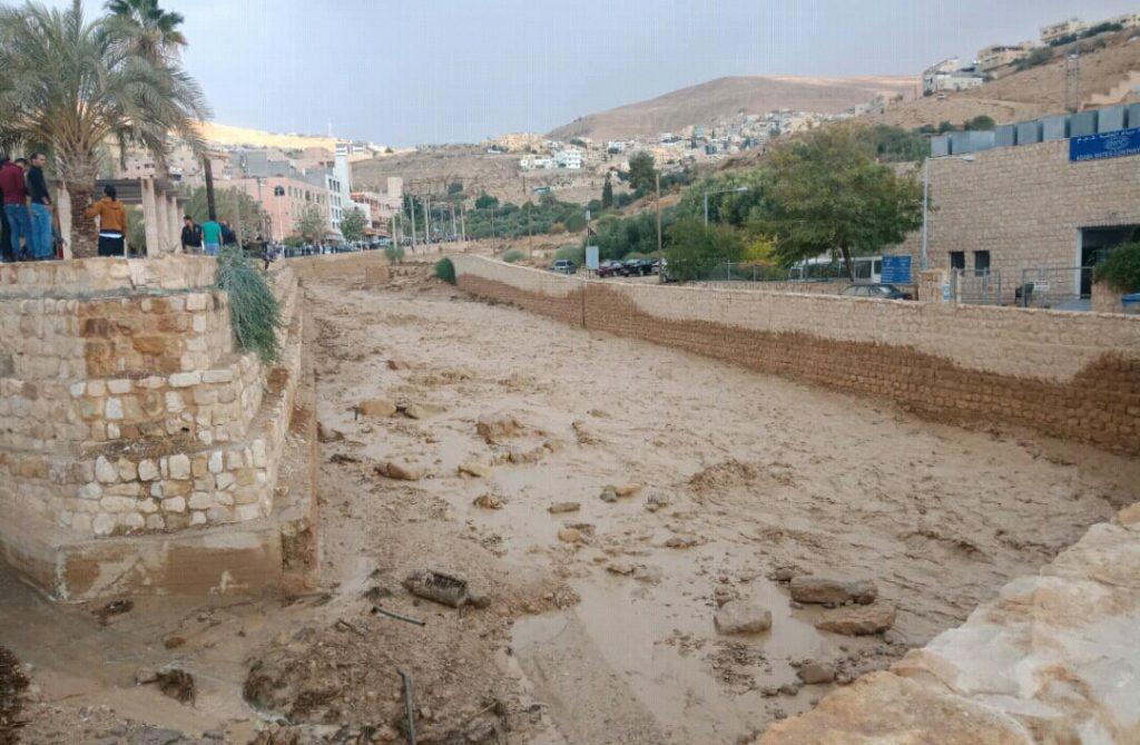 ارتفاع حصيلة ضحايا سيول الأردن لـ7 وفيات