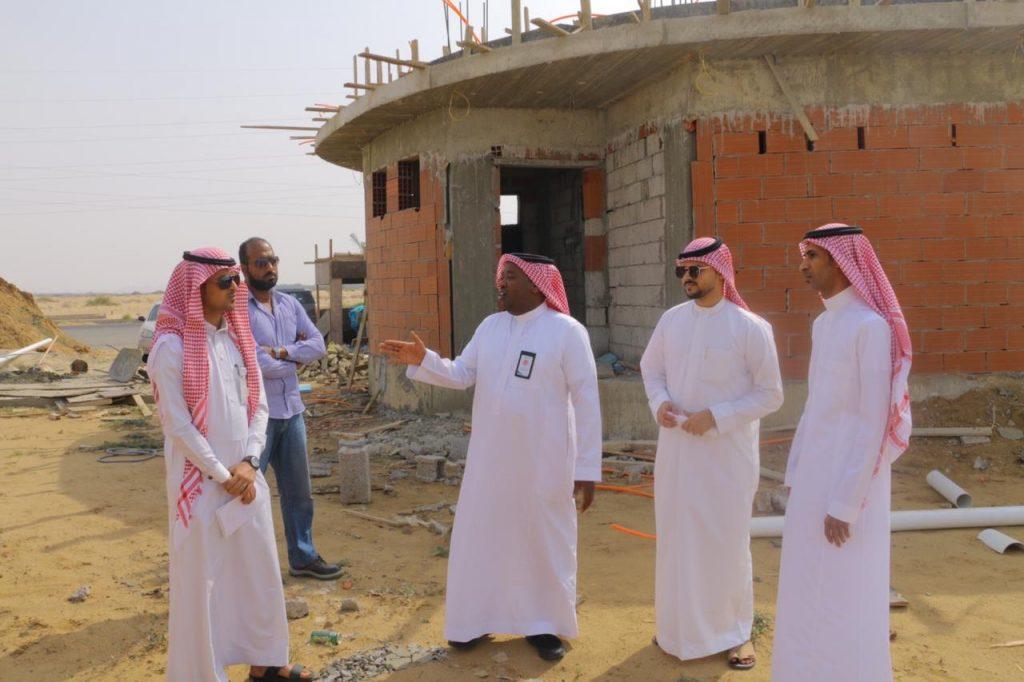 رئيس بلدية القوز يتفقد المشاريع على أرض الواقع
