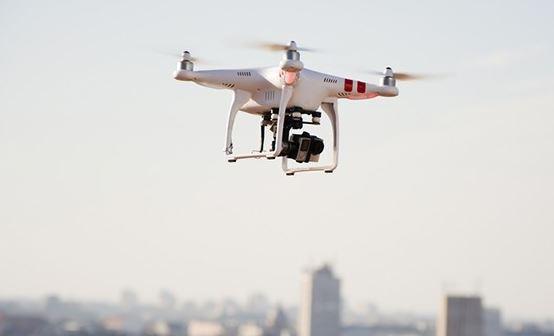 هيئة الطيران المدني تطلق خدماتها الإلكترونية لتصريح طائرات (الدرونز)