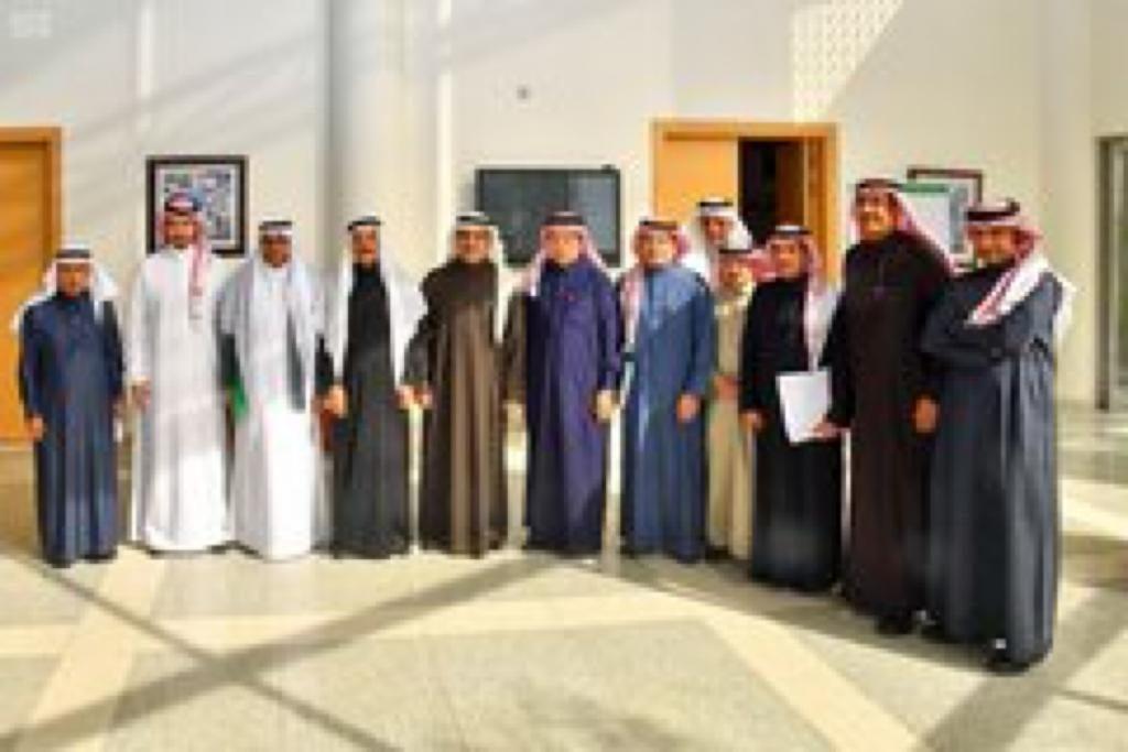 وزير الإعلام يزور هيئة الصحفيين السعوديين وكذلك وكالة الأنباء للإطلاع على محتواها الإعلامي ومخرجاتها