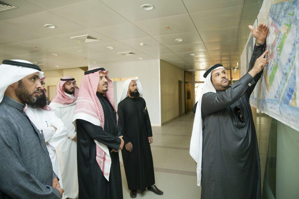 مدير جامعة القصيم يتفقد مشروع المستشفى البيطري الجامعي