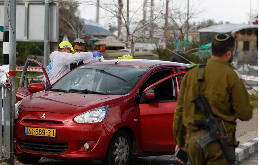 مقتل 3 إسرائيليين بطعن وإطلاق نار بالضفة