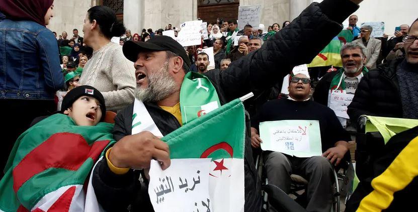 الحزب الحاكم في الجزائر: علينا أن نقف في صف المحتجين
