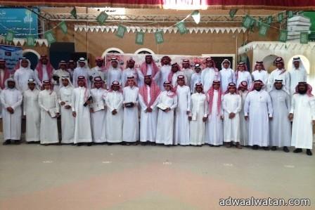 مدرسة الملك خالد الثانوية بالهفوف تكرم (26) طالباً متفوقاً